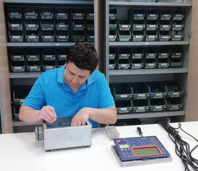 DAT instruments, datalogger, produzione, montaggio scheda, Made in Italy