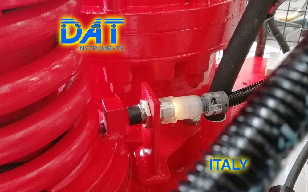 DAT instruments JET ROT, rod rotation speed sensor for drilling, installed on the drilling rig mast