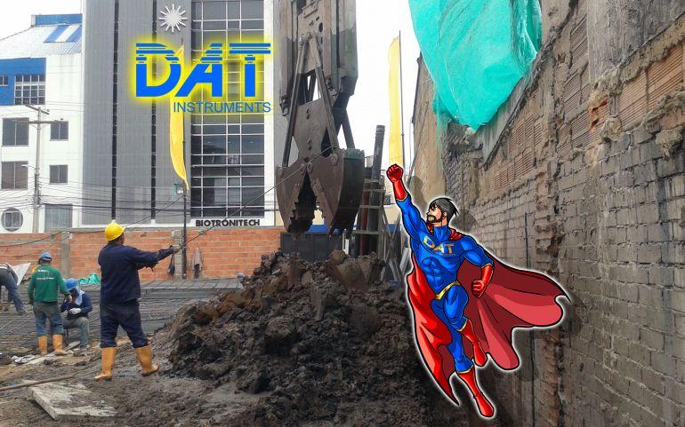 DAT instruments datalogger, scavo di diaframmi con personaggio DATman che vola ad aiutare, supereroe DAT-man