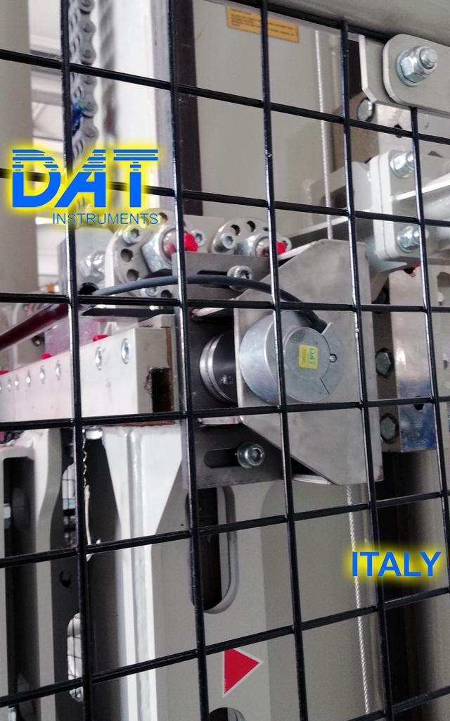 DAT instruments JET DEPTH, drill depth sensor for drilling, installed on the drilling rig mast